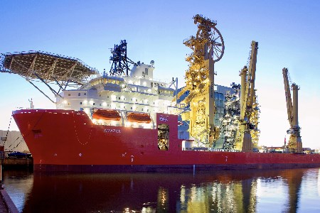 McDermott acquires pipelay and construction vessel